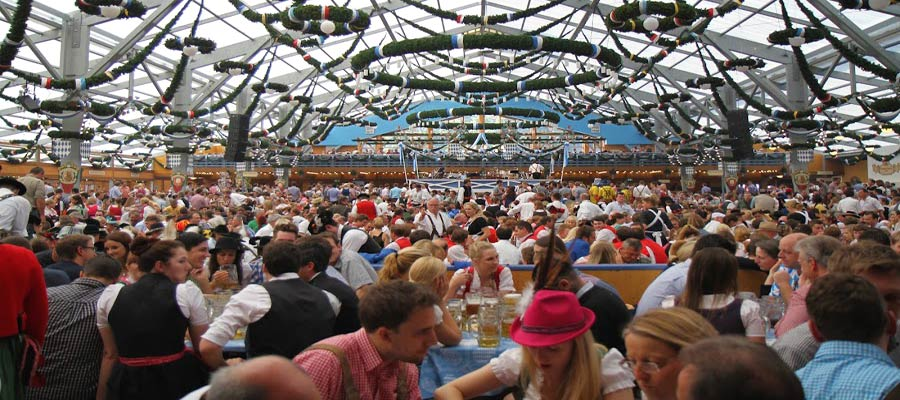 schottenhamel tent & Worthwhile Oktoberfest facts and tips